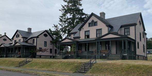 officershouse